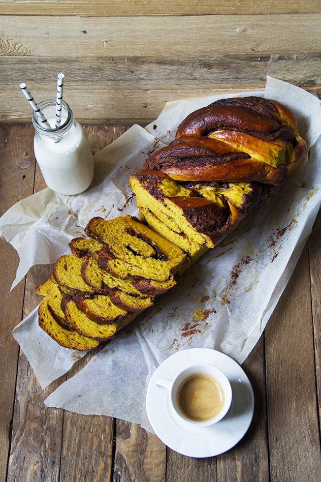 treccia di pan brioche alla zucca e cioccolato