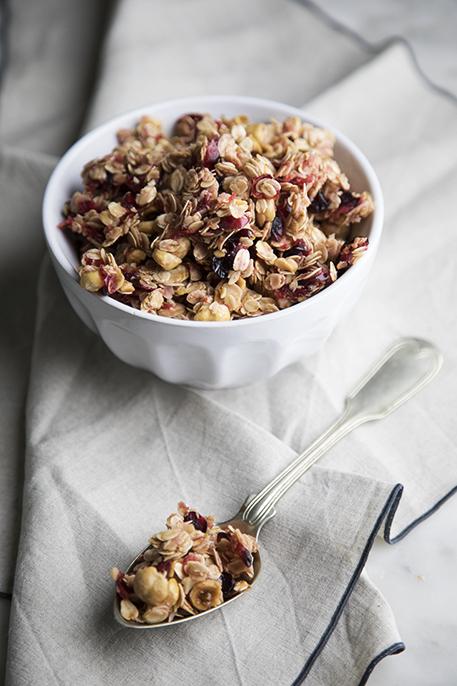 Granola alle nocciole e cranberries