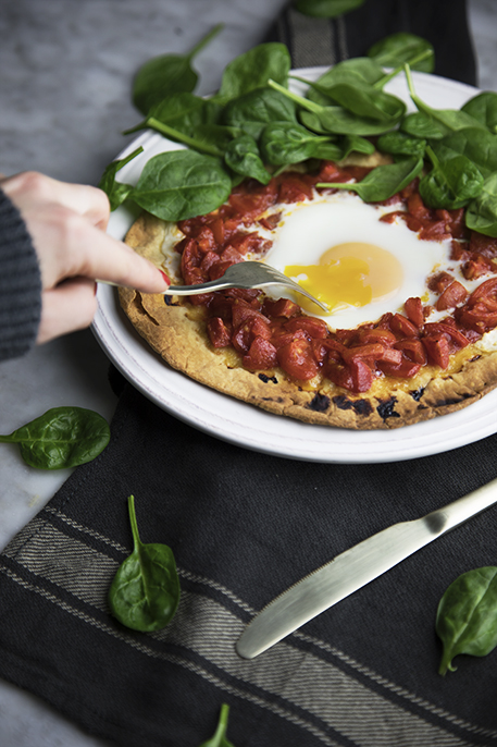 Piadipizza con uovo e spinacini