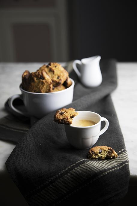 Biscotti al sesamo con gocce di cioccolato