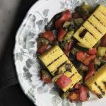 Polenta grigliata con verdure saltate