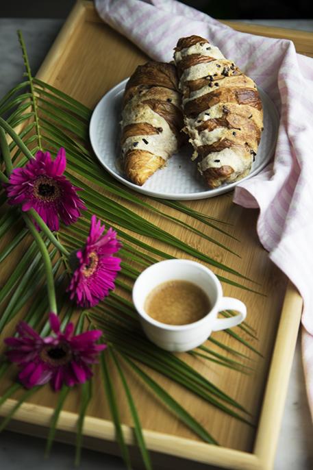 Croissant alle mandorle per una colazione golosa
