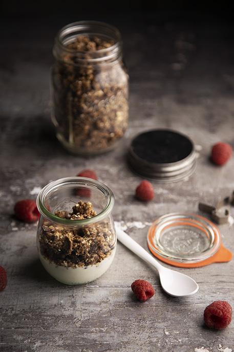 granola senza cottura al cioccolato e caramello salato