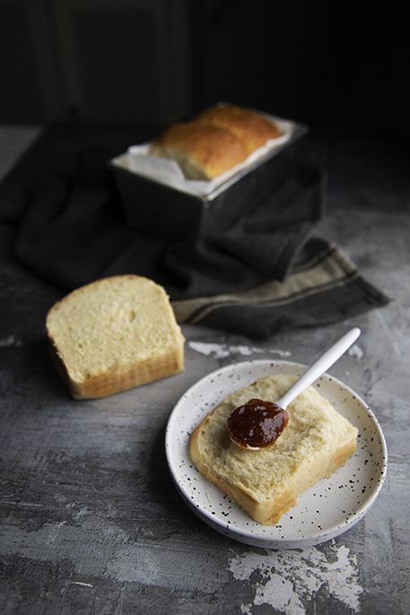 Pan brioche al latte di mandorle