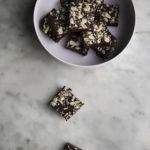 Fudge proteici al cacao e caramello salato