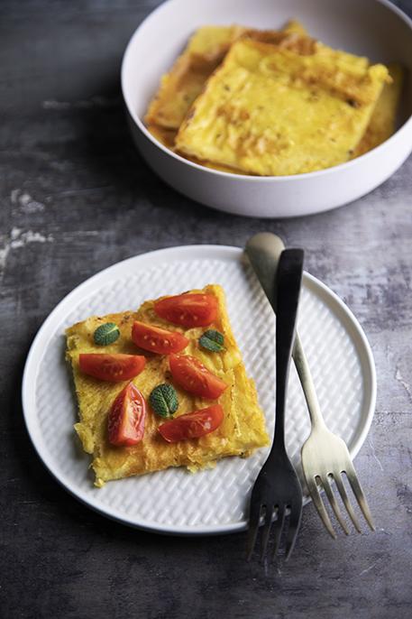 Farinata di ceci con pomodorini e basilico